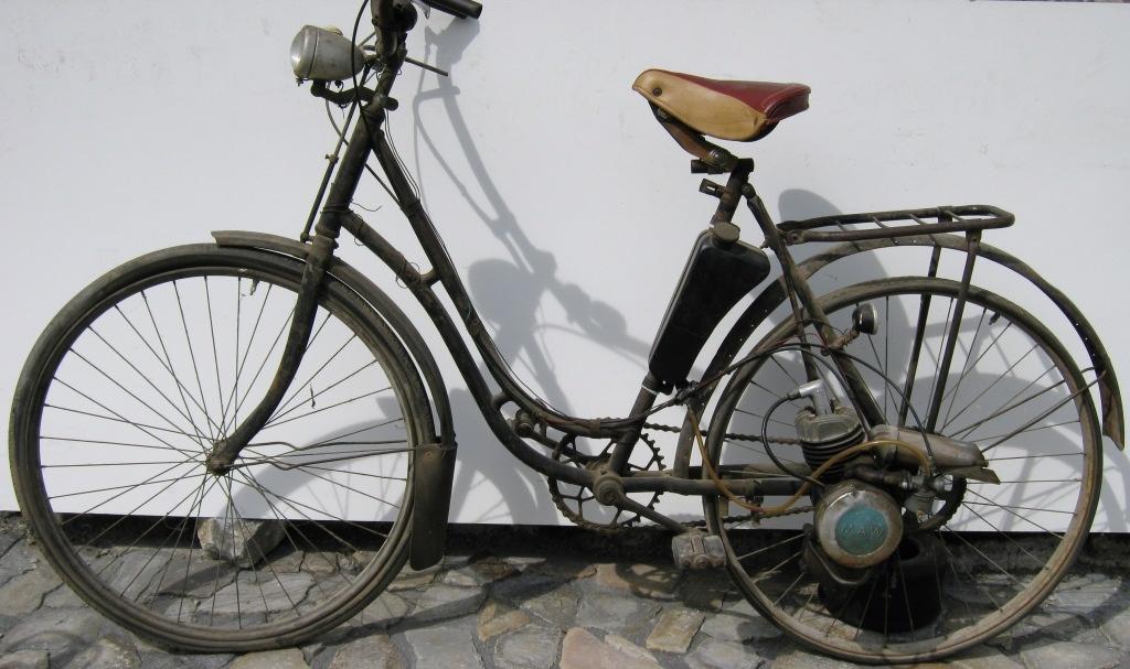 fahrzeugmuseum sta furt fahrrad mit hilfsmotor an einem. Black Bedroom Furniture Sets. Home Design Ideas