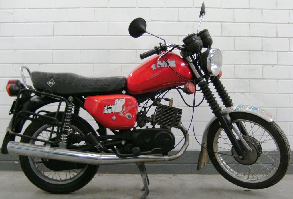 fahrzeugmuseum sta furt motorrad mz etz 150 von 1988 in rot als anglerfahrzeug overview. Black Bedroom Furniture Sets. Home Design Ideas